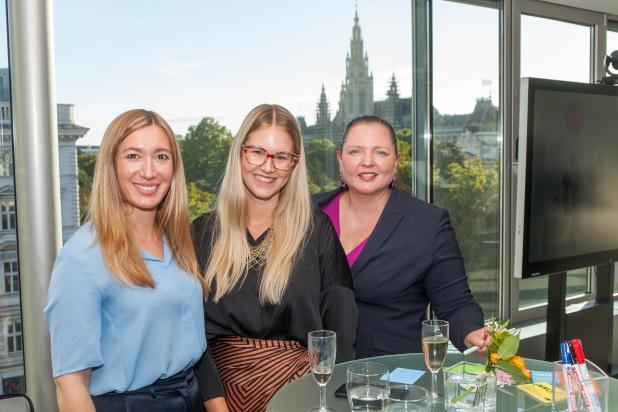 Magdalena Nitsche, Katja Radlgruber, Francine Brogyányi bei 1. women@DORDA  Networking Event in der DORDA Lounge.